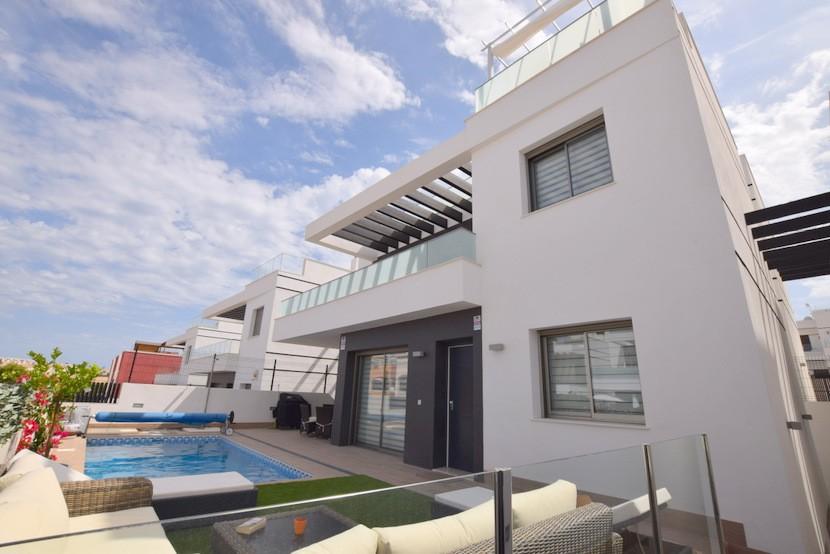 Ref:CB-49142 Villa For Sale in Villamartin