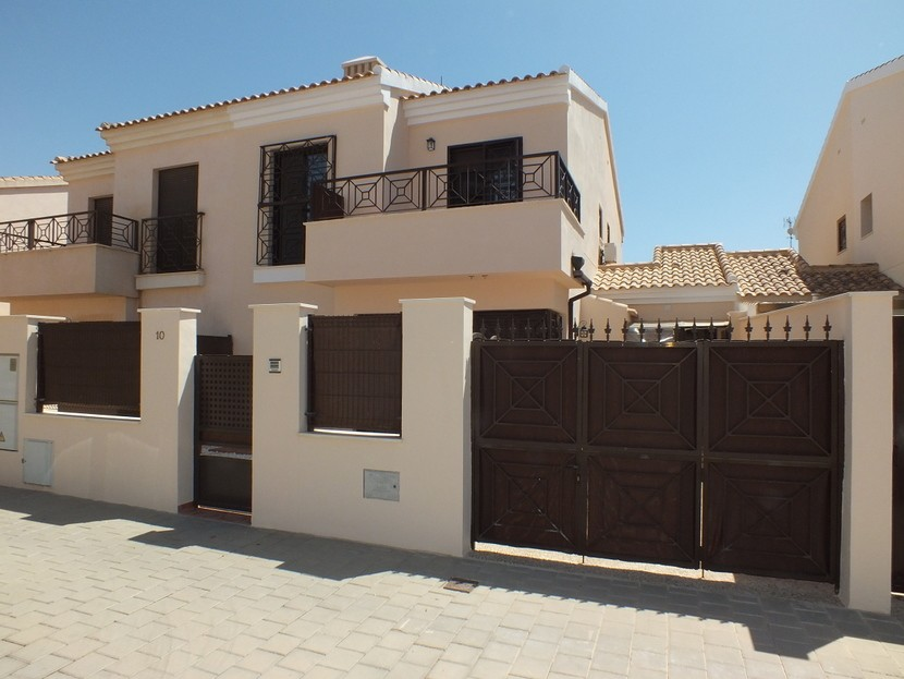 Ref:CB-44068 Townhouse For Sale in San Cayetano