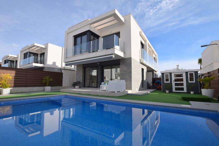 Ref:CB-78935 Villa For Sale in Los Montesinos