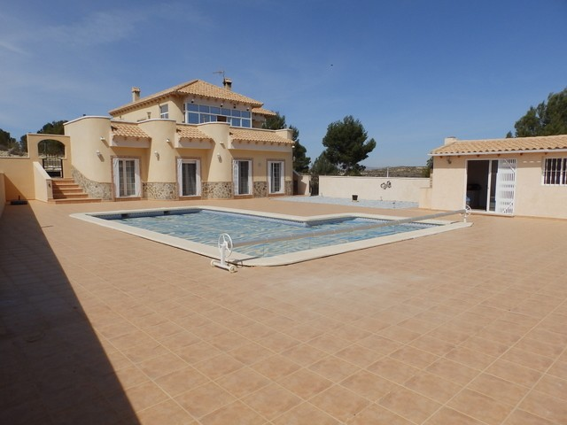 Reduced from �300,000 to �275,000.  This magnificent 4 bedroom, 3 bathroom detached villa is locate,Spain