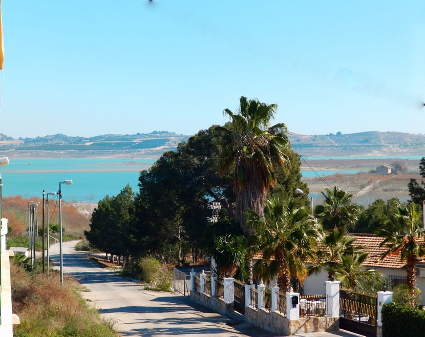 This very well presented 2 bedroom, 1 bathroom top floor apartment is located in the tranquil villa, Spain